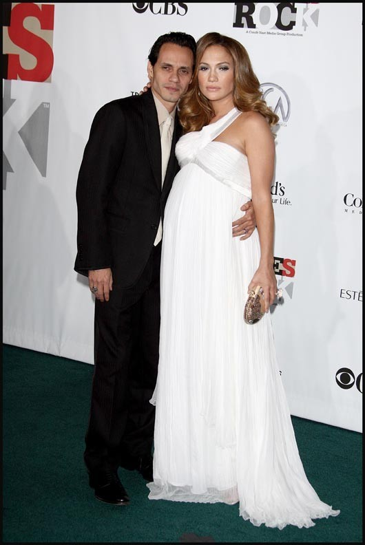 Jennifer Lopez, enceinte de ses jumeaux, et Marc Anthony, lors de la cérémonie des Movies Rock a celebration of music in film 2008 à Hollywood, le 2 décembre 2007.
