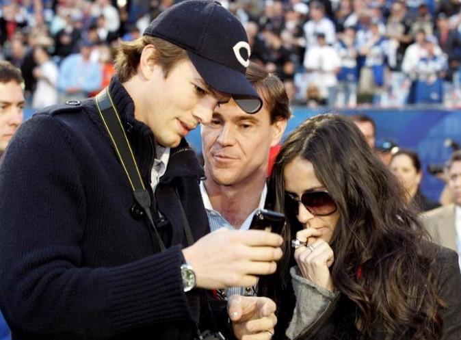 Ashton Kutcher et Demi Moore, quand ils étaient proches... grâce à un Iphone !