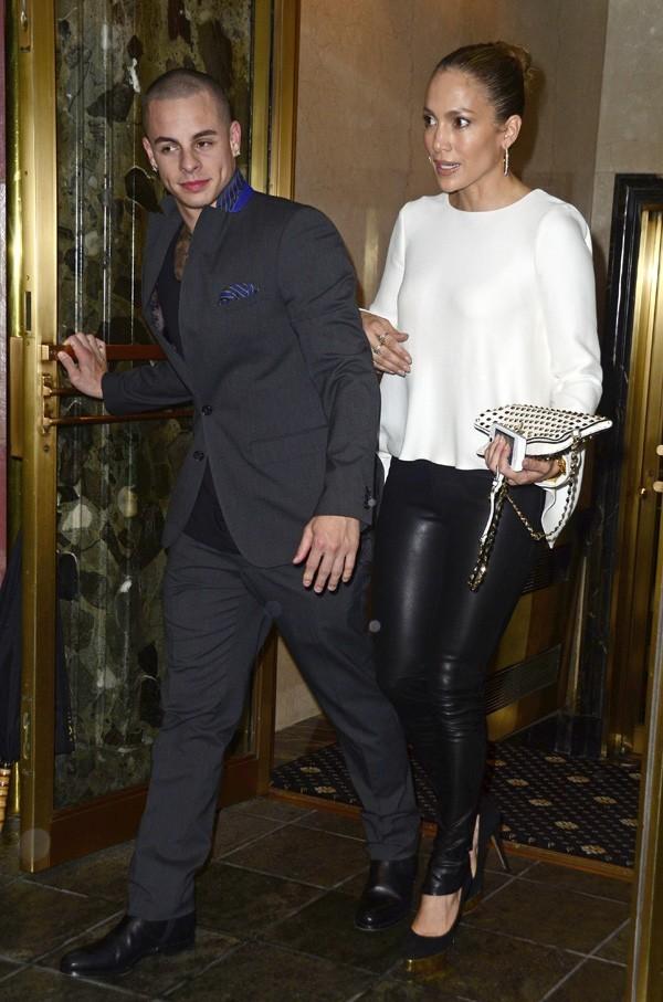 Jennifer Lopez, sexy en slim aux côtés de Casper Smart, le 23 juillet 2012 à New York