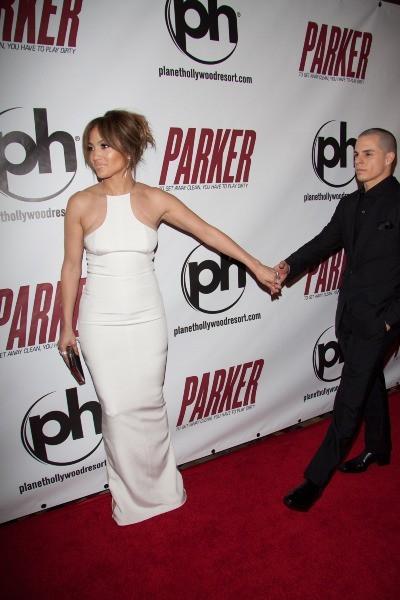 Jennifer Lopez et Casper Smart lors de la première du film Parker à Las Vegas, le 24 janvier 2013.