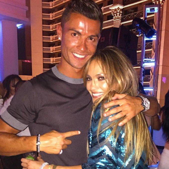 Cristiano Ronaldo, toujours aussi sexy aux côtés de Jennifer Lopez
