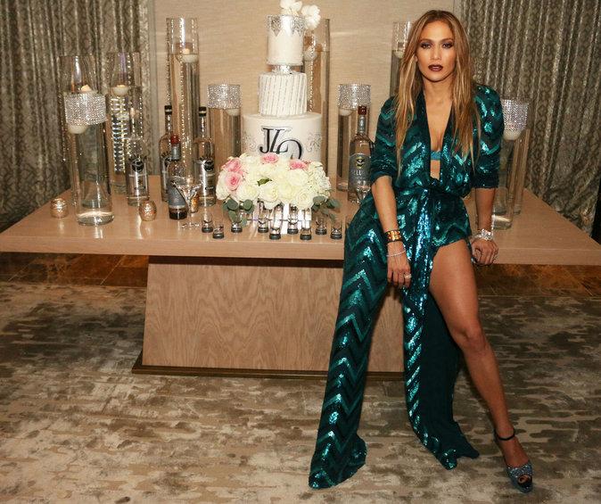 Jennifer Lopez en bomba latina pour ses 47 ans