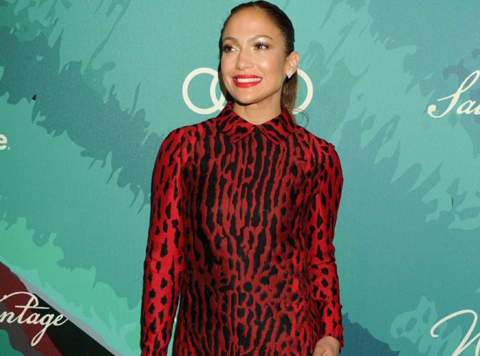 Jennifer Lopez : robe ras les fesses et talons hauts pour un évènement mondain en son honneur !
