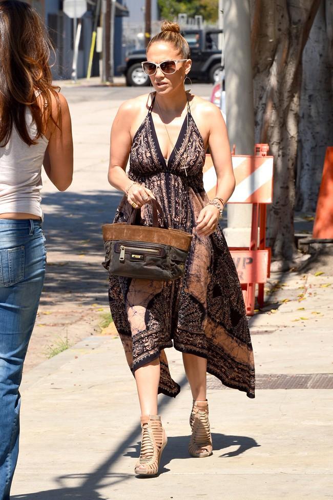 Jennifer Lopez à son arrivée à un studio de Los Angeles le 15 septembre 2013
