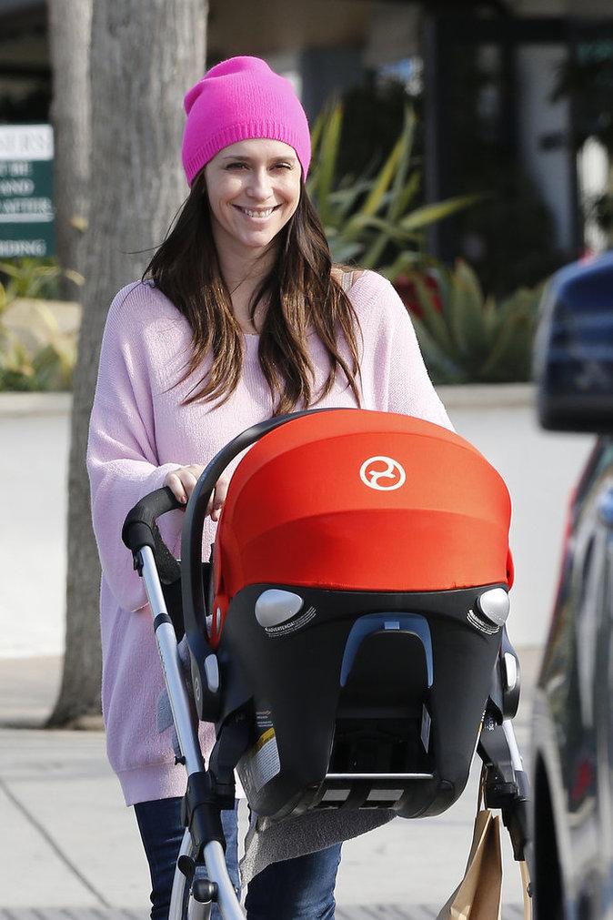 Jennifer Love Hewitt en compagnie de son deuxième enfant