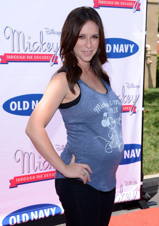 "Jennifr Love Hewitt à Burbank pour le lancement de la collection ""Mickey Through the Decades"" par Old Navy le 13 juillet 2013"