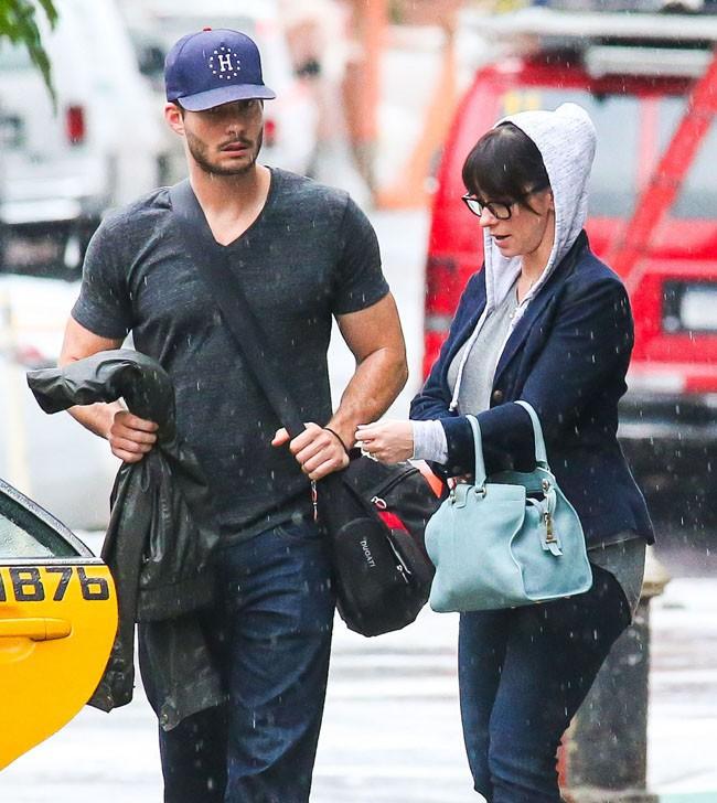 Jennifer Love Hewitt avec son fiancé Brian Hallisay à New-York le 22 août 2013
