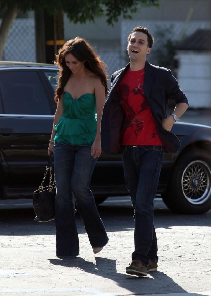 Jennifer Love Hewitt et un ami à Toluca Lake, le 11 juillet 2012.