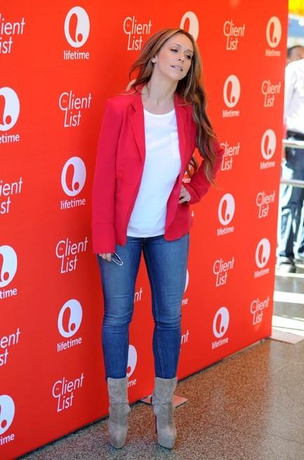 Jennifer Love Hewitt en séance de dédicaces dans un diner de Los Angeles pour la saison 2 de The Client List le 14 février 2013