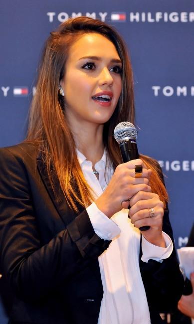 Jessica Alba lors de l'ouverture d'une nouvelle boutique Tommy Hilfiger à Tokyo, le 16 avril 2012.