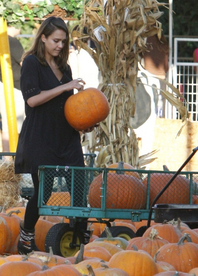Jessica Alba au Shawn's Pumpkin Patch à Santa Monica, le 17 octobre 2011.