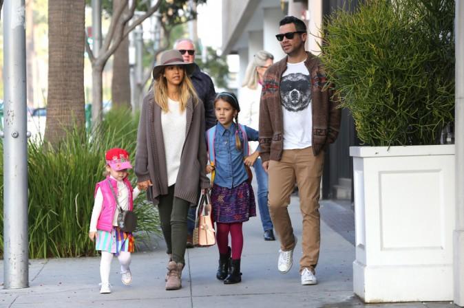 Jessica Alba : belle et naturelle, elle part en excursion avec sa petite famille !