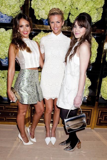 Jessica Alba, Brooklyn Decker et Hailee Steinfeld lors de l'inauguration de la nouvelle boutique Tory Burch à Los Angeles, le 14 janvier 2014.