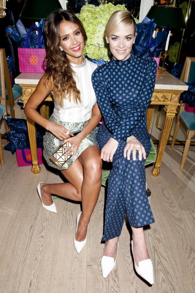 Jessica Alba et Jaime King lors de l'inauguration de la nouvelle boutique Tory Burch à Los Angeles, le 14 janvier 2014.