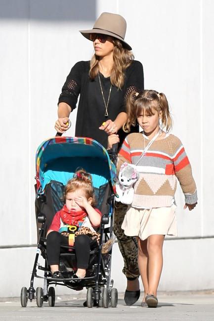 Jessica Alba et ses filles à Beverly Hills, le 5 janvier 2014.