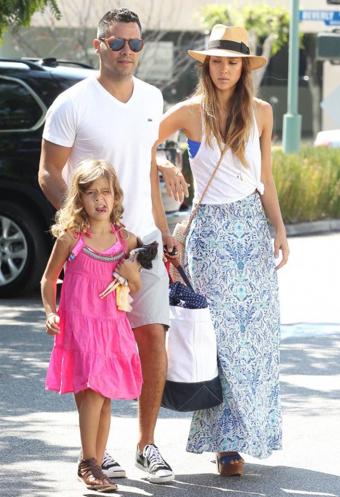 Jessica Alba en famille à Los Angeles, le 2 septembre 2013.