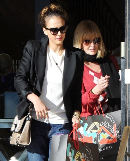 Jessica Alba avec sa maman hier !
