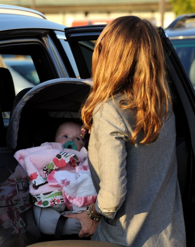 Jessica Alba et sa fille Haven à Los Angeles, le 21 décembre 2011.
