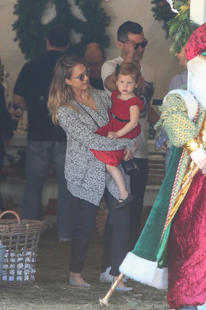 Photos : Jessica Alba : elle rencontre le Père Noël avec ses filles !