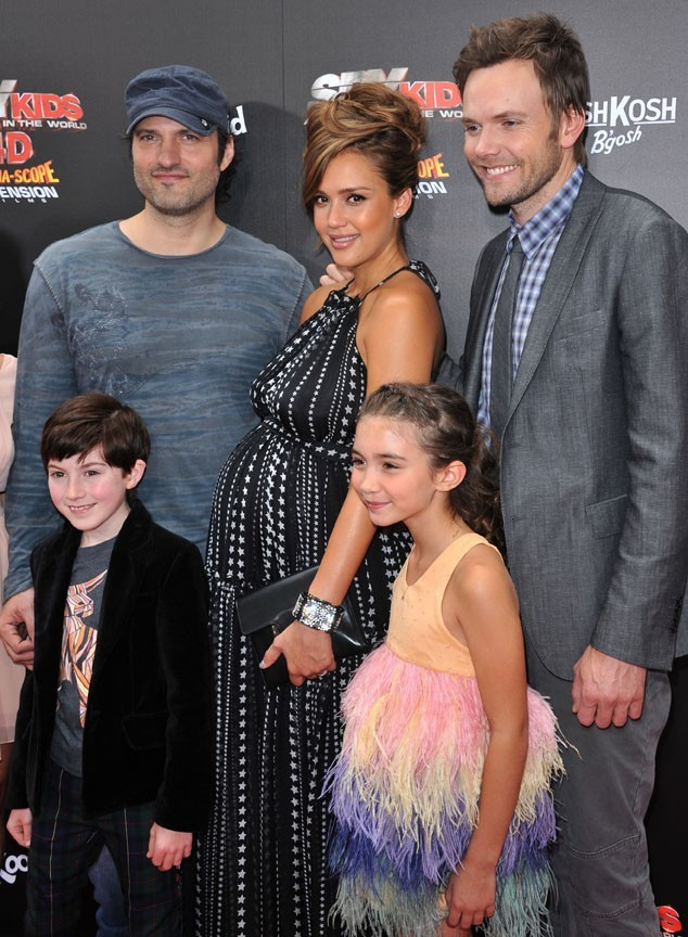 Jessica Alba, Robert Rodriguez, Joel McHale, Mason Cook et Rowan Blanchard lors de la première de Spy Kids: All The Time In The World à Los Angeles, le 31 juillet 2011.