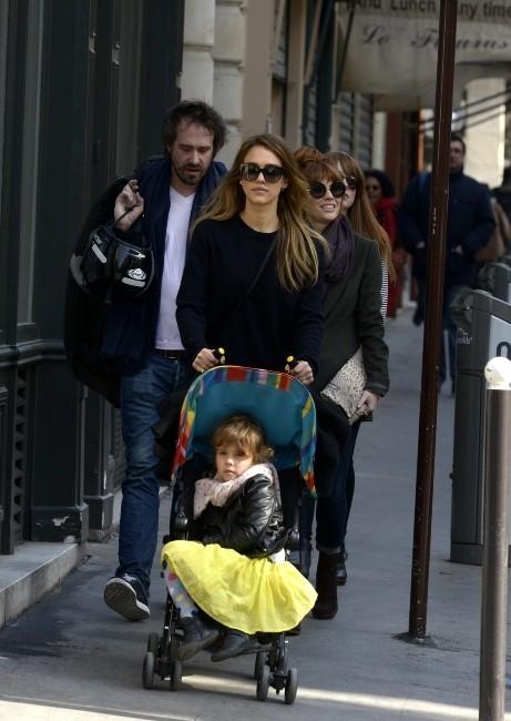 Jessica Alba et Honor Marie le 4 mars 2013 à Paris