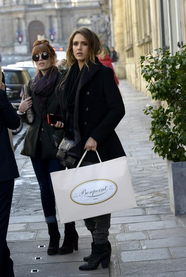 Jessica Alba et Lauren Andersen le 4 mars 2013 à Paris