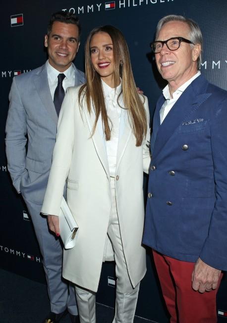 Cash Warren, Jessica Alba et Tommy Hilfiger en soirée à West Hollywood, le 13 février 2013.