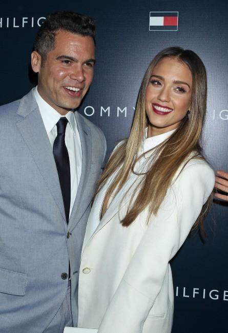 Jessica Alba et son mari Cash Warren lors de la soirée d'ouverture de la nouvelle boutique Tommy Hilfiger à West Hollywood, le 13 février 2013.