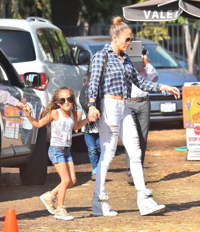 Jennifer Lopez chez Mr bones pumkin patch le 11 octobre 2014