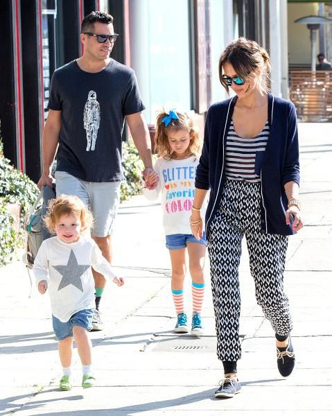Jessica Alba en famille à Beverly Hills, le 16 février 2014.