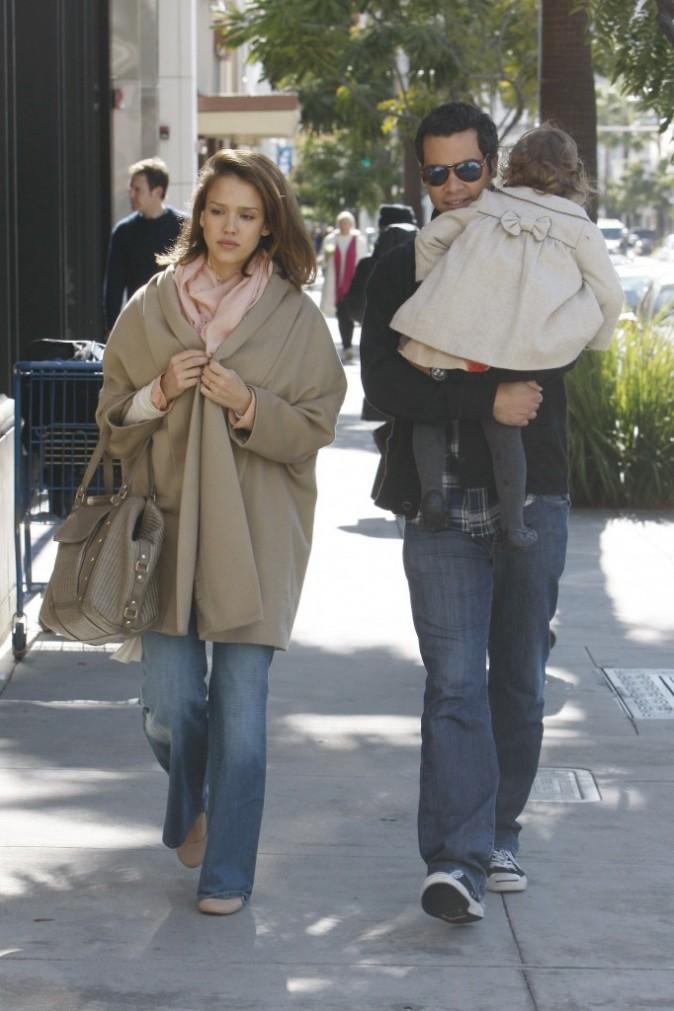 Heureusement, c'est son mari Cash Warren qui porte leur fille Honor Marie !