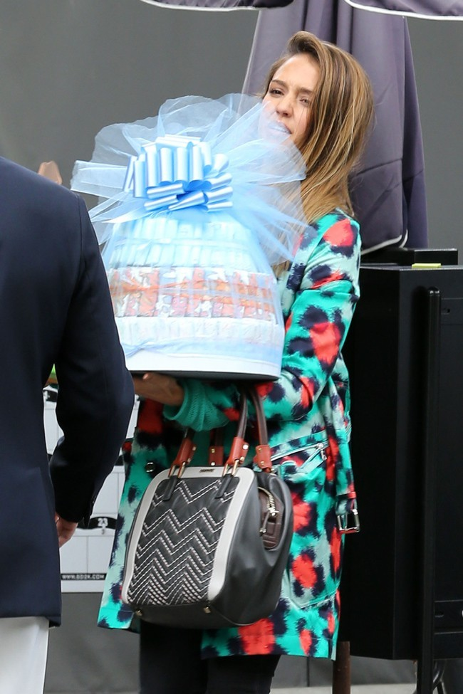 Jessica Alba à la baby shower de Jessica Simpson organisée au Bel Air Hotel de Los Angeles le 14 avril 2013