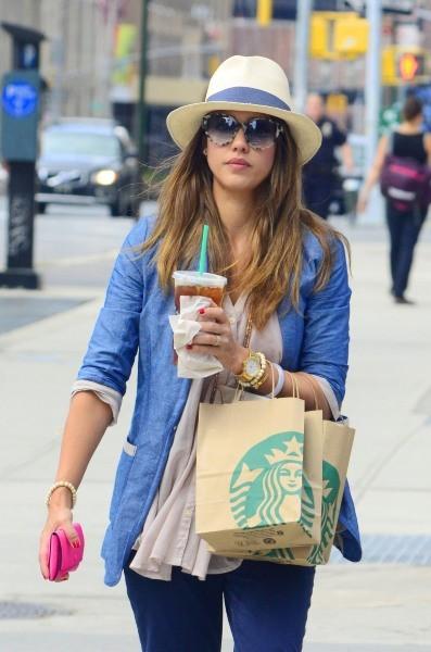 Jessica Alba dans les rues de New York, le 29 juillet 2012.
