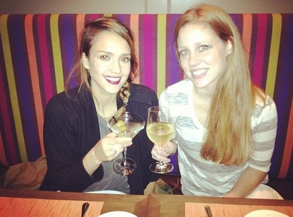 La star, avec sa belle soeur Nikki et surtout un cocktail bien frais !