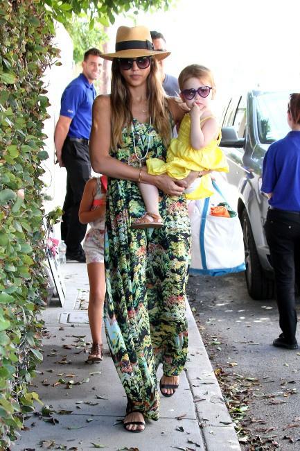 Jessica Alba en famille à Malibu, le 1er septembre 2013.