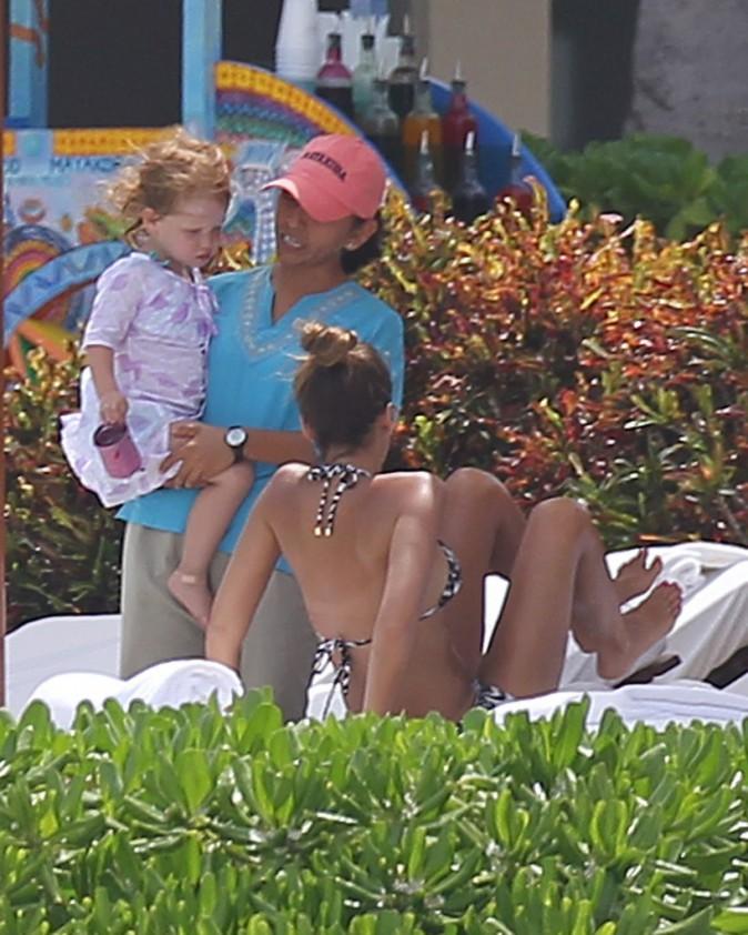 Photos : Jessica Alba : nouvelle session bronzette… Alerte à la bombe à Cancun !