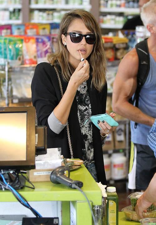 Jessica Alba à West Hollywood le 3 octobre 2013