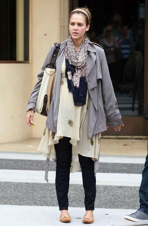 ...Jessica Alba est en mode cool !