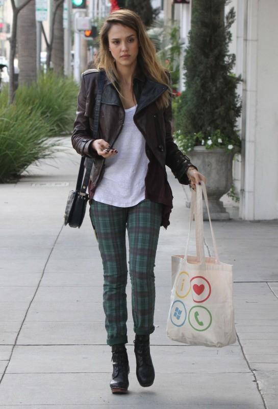 Jessica Alba à Beverly Hills, le 23 décembre 2012.