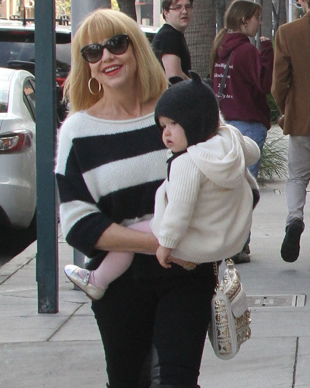La maman et la fille de Jessica Alba à Beverly Hills, le 23 décembre 2012.