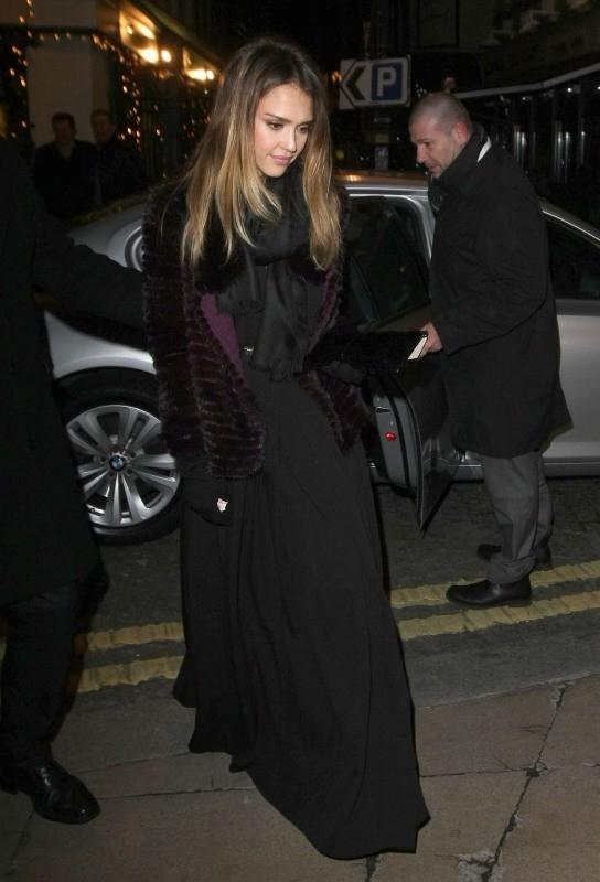 Jessica Alba quittant la soirée Ferragamo à Londres, le 5 décembre 2012.