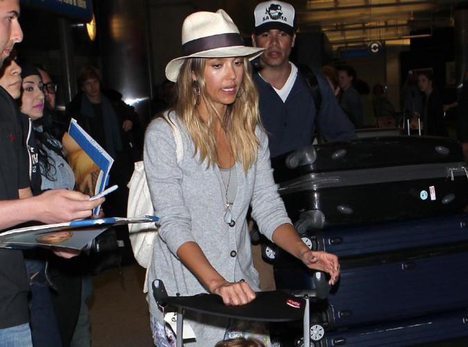 Jessica Alba : super bronzée pour son grand retour à L.A. !