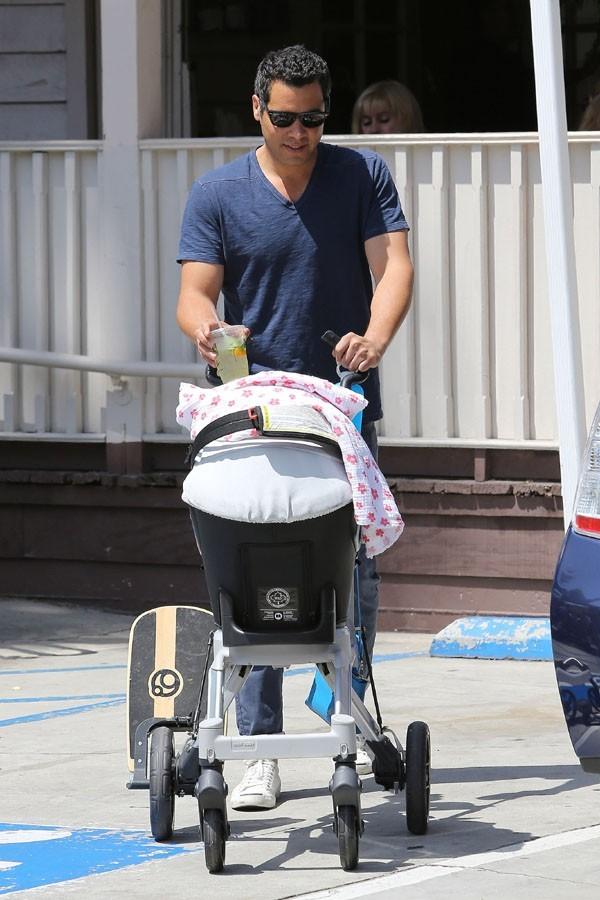 Cash Warren pour un déjeuner en famille à Los Angeles le 20 mai 2012