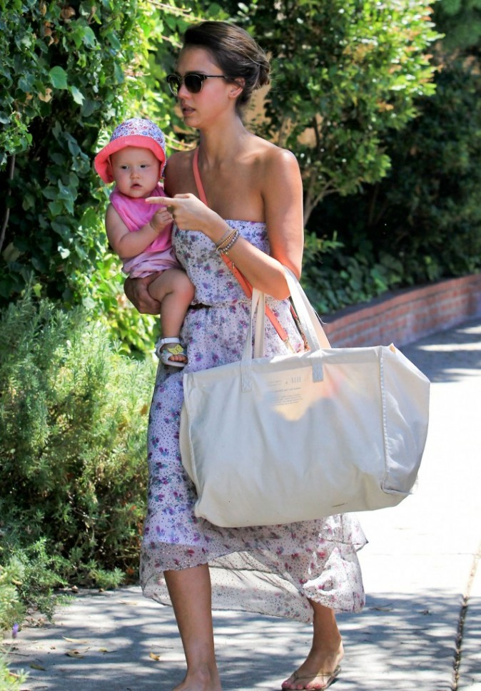 Jessica Alba et sa fille Haven à Hollywood, le 5 août 2012.