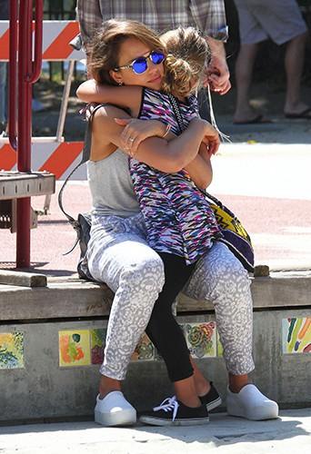 Jessica Alba en famille à Los Angeles le 21 septembre 2014