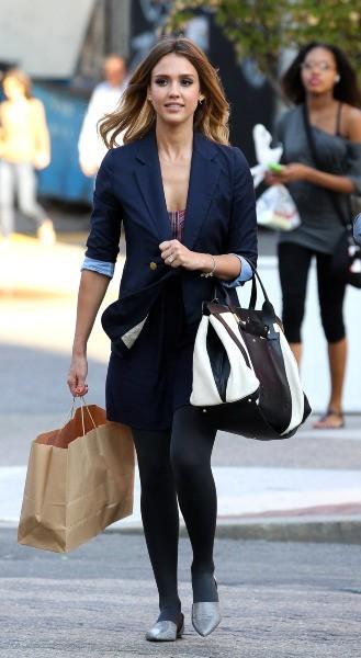 Jessica Alba en plein shopping à New York, le 12 septembre 2012.