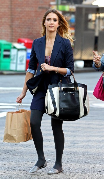 Jessica Alba en plein shopping à New York, le 12 septembre 2012.