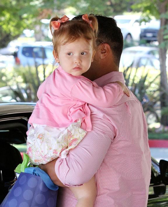 Cash Warren à Beverly Hills avec Haven Grace le 17 août 2013