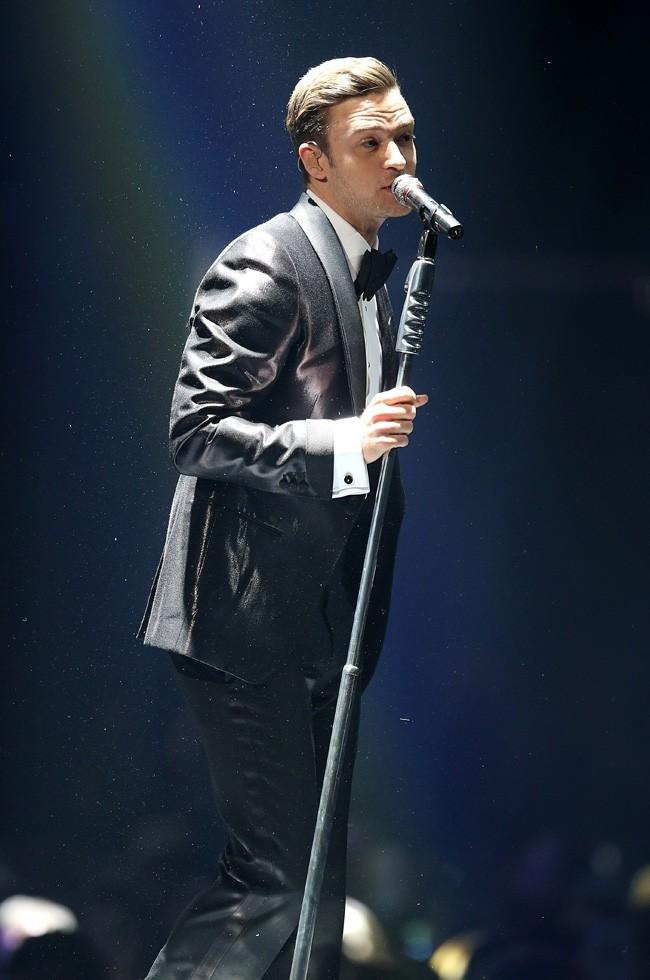 Justin Timberlake sur la scène du Forum pour son concert privé à Londres le 20 février 2013