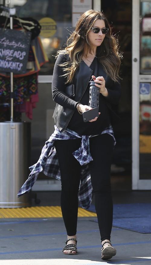 Jessica Biel à Sherman Oaks le 21 mars 2015